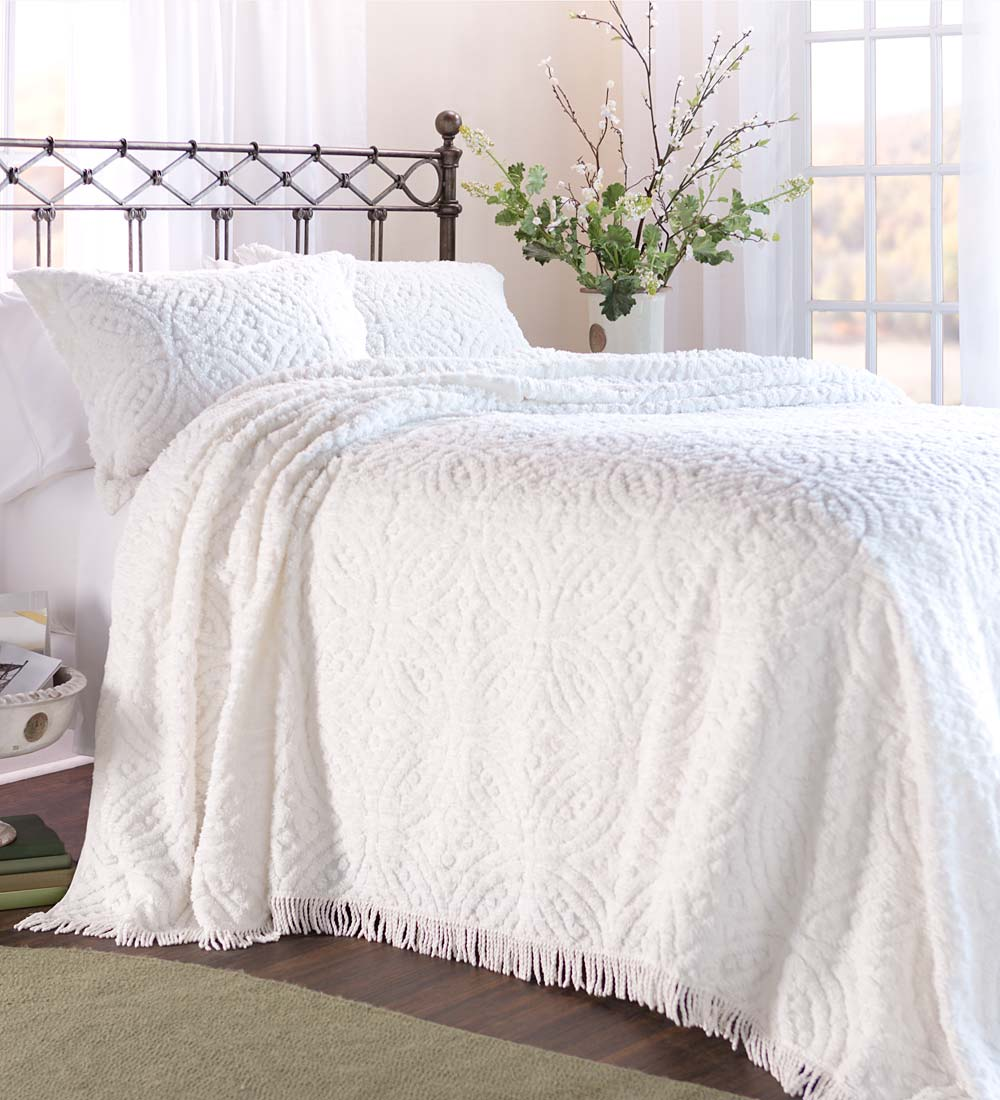 Wedding Ring Tufted Chenille Bedspread Full Size