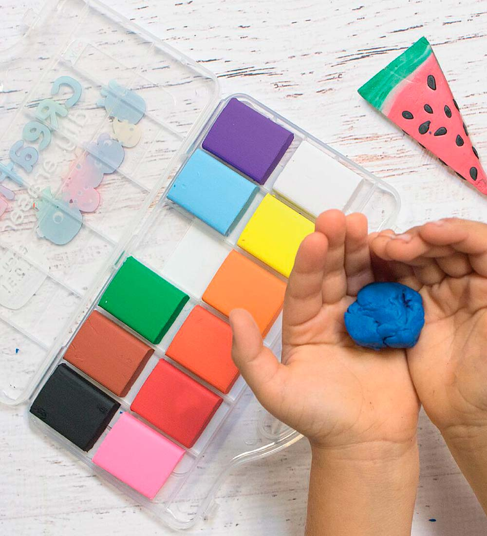 Creatibles DIY Eraser Kit with 12 Pliable Clay Colors and Reusable Case