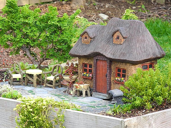 Exceptionnel Miniature Stucco Fairy Garden Cottage With Thatched Roof
