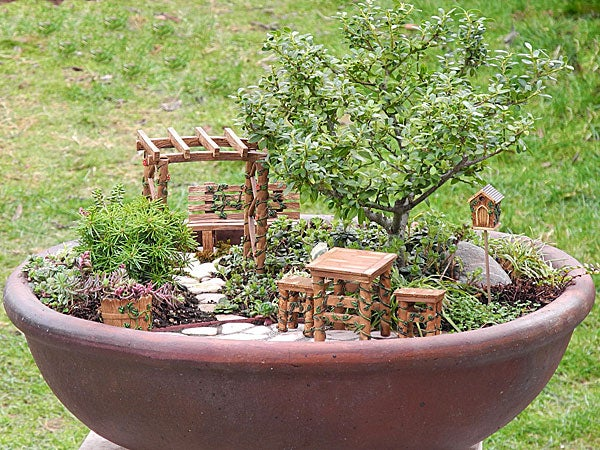 Incroyable Sure To Attract Garden Fairies And Pixies To Your Yard, This Miniature Fairy  Garden Ivy Furniture Set Is A Fun And Whimsical Addition To Flowerbeds And  ...
